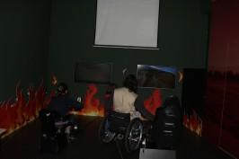 O simulador de uma carro de incêndio e do helicóptero